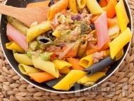 Рецепта Паста с кайма, песто и червен лук